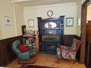 A seating area at Stringer's Cottage