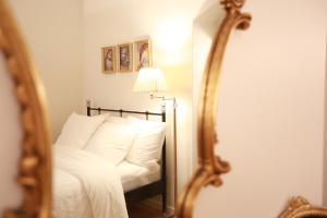 Ένα ή περισσότερα κρεβάτια σε δωμάτιο στο Parisseine Saint Germain Odeon