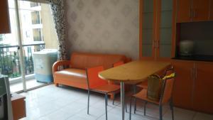 A seating area at Adaru Apartment at MOI Kelapa Gading