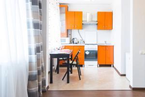 Кухня или мини-кухня в Apartment Nezavisimosti 48
