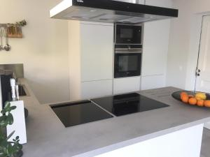 Кухня или мини-кухня в Au coeur de Chantilly