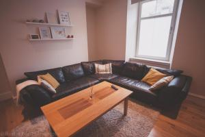 A seating area at Apartment B