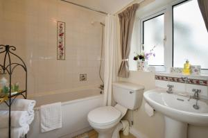 A bathroom at The Granary Suite