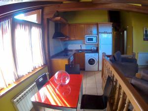 A kitchen or kitchenette at Apartamentos Casa Celia