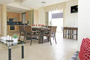 A restaurant or other place to eat at Zelia Villa