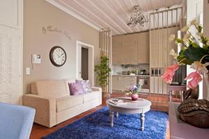 A seating area at Lisbon Colours Bairro Alto Apartments