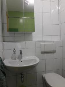 A bathroom at Ferienwohnung Wössner