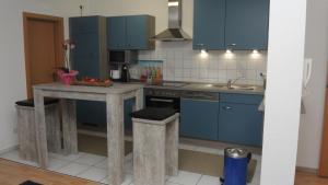 A kitchen or kitchenette at Ferienwohnung Wössner
