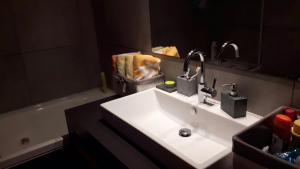 A bathroom at Io Sono Post Industriale