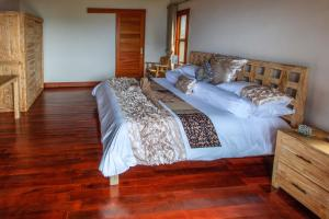 A bed or beds in a room at Villa Agung