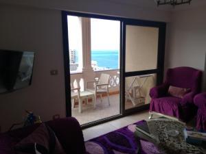 Ein Sitzbereich in der Unterkunft Apartment Sedi Beshr