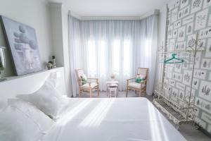 A bed or beds in a room at Gr Suites Boutique Alcazaba
