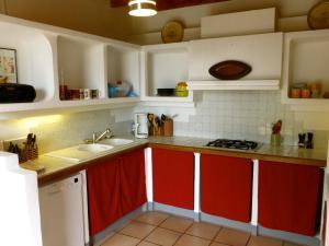 Cuisine ou kitchenette dans l'établissement Gite CAP de BOUÉOU