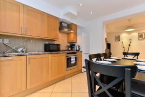 A kitchen or kitchenette at Union Apartments