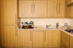 A kitchen or kitchenette at Luxe Apartments