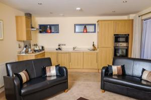 A seating area at Luxe Apartments