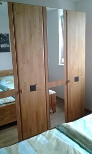 A bed or beds in a room at Nordrand-Apartment