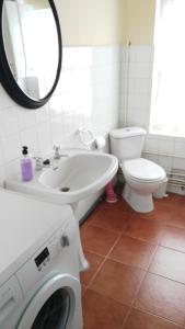 A bathroom at Junto a Plaza Mayor
