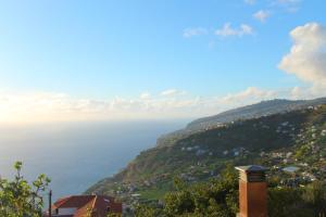 Uma vista geral da montanha ou uma vista da montanha a partir do apartamento