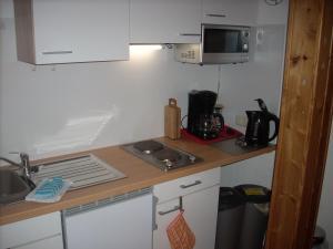 A kitchen or kitchenette at Ferienwohnung Lahntal/Taunus