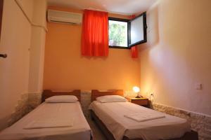 Ένα ή περισσότερα κρεβάτια σε δωμάτιο στο Elena Apartments & Studios