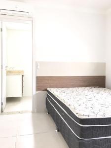 Cama o camas de una habitación en Condomínio Águas do Atlântico