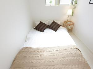 A bed or beds in a room at THE HOUSE Ikebukuro Sugamo