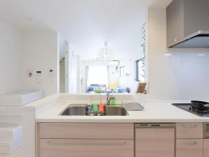 A kitchen or kitchenette at THE HOUSE Ikebukuro Sugamo
