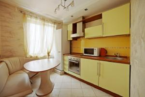 A kitchen or kitchenette at Apartments Minsk Pobediteley
