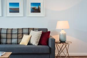 A seating area at Scottish Stays - Top Floor Apartment in Broughton Road