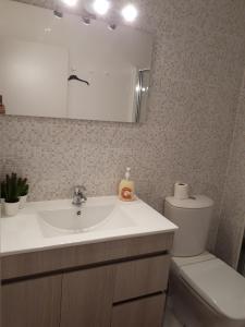 A bathroom at Vila Bracara II