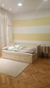 A bed or beds in a room at Continental Apartment