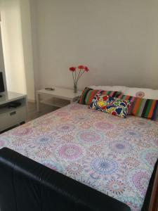 A bed or beds in a room at Apartamento Carabanchel Castizo
