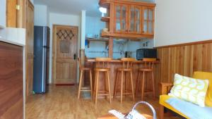 Una cocina o zona de cocina en Peumayén Departamento Pucón