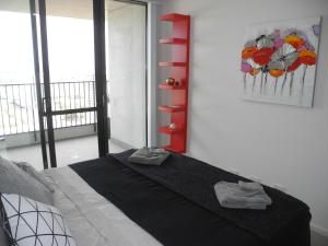 A bed or beds in a room at 3BR Executive Apartment with Lake and Mountain views