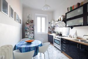 A kitchen or kitchenette at Appartamento Piazzale Istria
