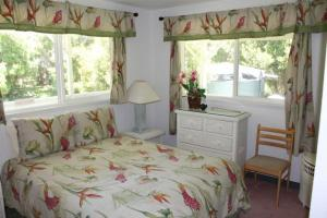 A bed or beds in a room at Volcano Cottage