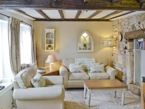 A seating area at Kemble Cottage