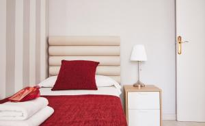 A bed or beds in a room at Alcam Lesseps