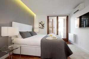 A bed or beds in a room at Malasaña Center - MADFlats Collection
