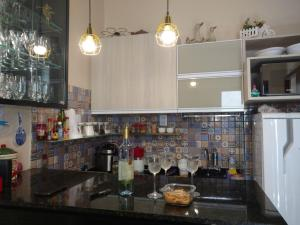 A kitchen or kitchenette at LINDO CHALÉ NO CENTRO DE GUARAMIRANGA