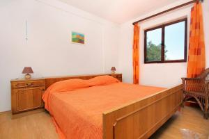A bed or beds in a room at Secluded fisherman's cottage Cove Suha Punta bay - Suha Punta (Kornati) - 8168
