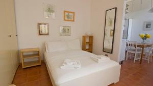 A bed or beds in a room at Italianway-Ripa di Porta Ticinese 55