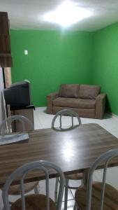 A seating area at Apartamento Enseada Residence
