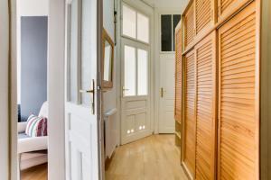 Uma ou mais camas em beliche em um quarto em Sunny Vinohrady Apartments