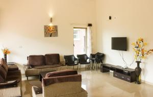 A seating area at 52 Hill View Villa