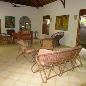 Een zitgedeelte bij Villa Taman Ayu