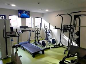 The fitness center and/or fitness facilities at Apartamentos Divan