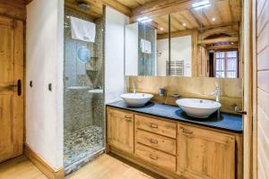 A bathroom at Le Kursaal Apartment