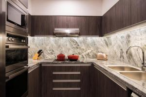 A kitchen or kitchenette at Hyatt Regency Galleria Residence Dubai
